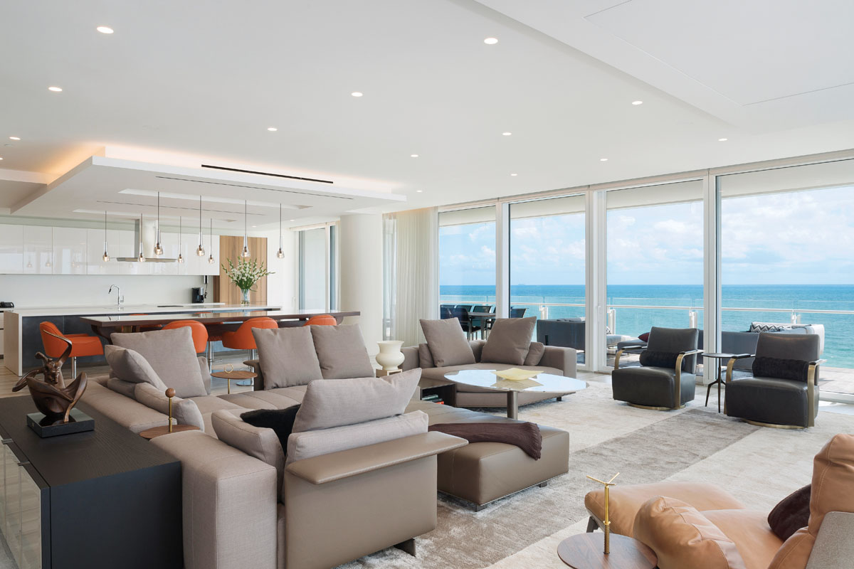Designed functionality for the comfort of a group, Minotti's modular sofa joins Thayer Coggin lounge chairs from Judith Norman in the living area. For larger groupings, the transition space between the living area and kitchen gives guests an elevated place to perch with views in either direction.