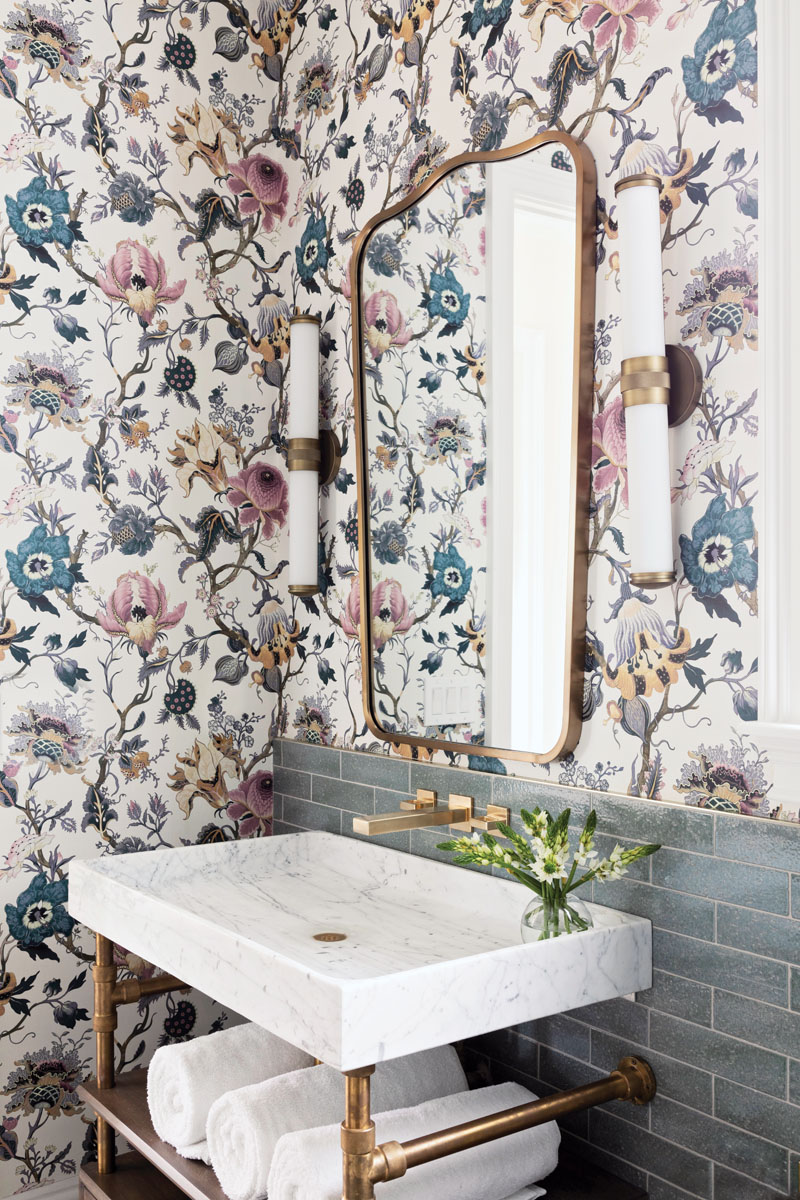 Gilmore obliged, adding blue-gray subway tile, floral House of Hackney wallpaper, brass sconces, and a gilded mirror to create an old-meets-new vibe.