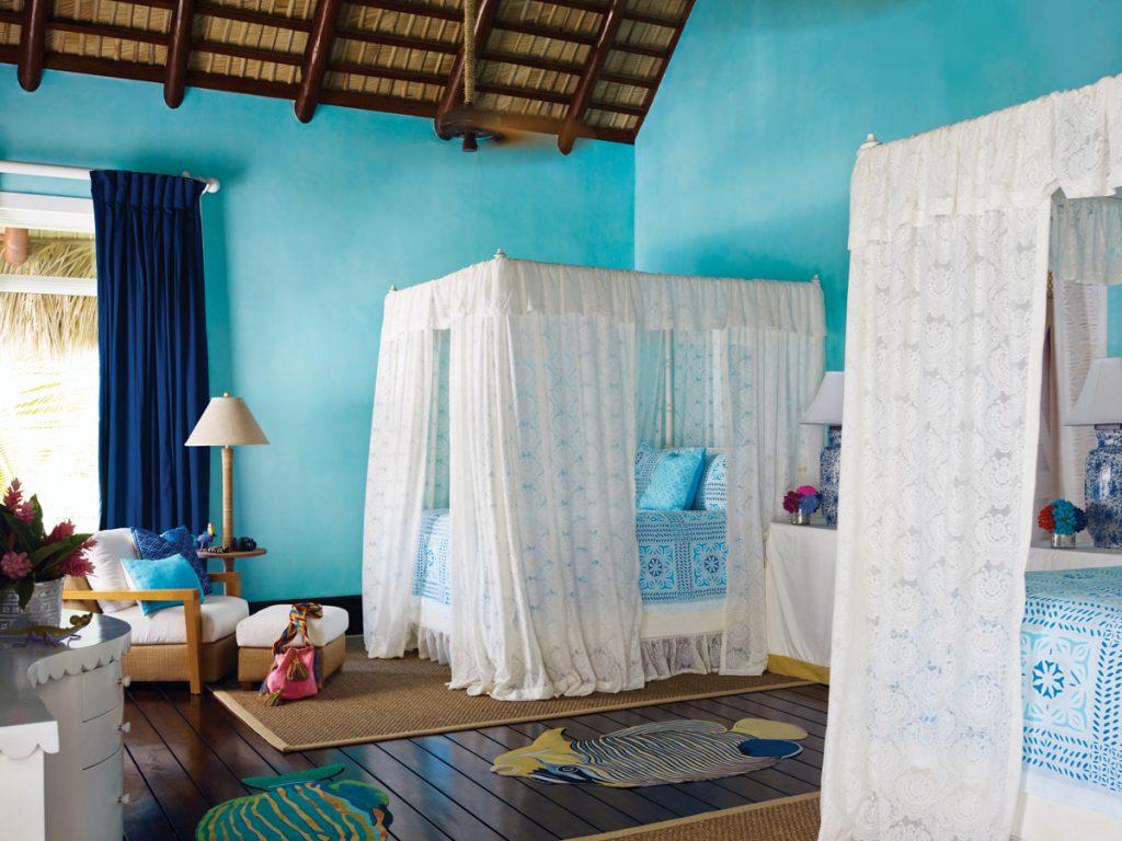 Interior by Juan Montoya